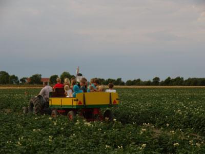 Wekelijkse rondrit over het boerenbedrijf voor jong en oud!